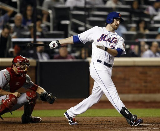 Ike Davis doubles in a run in the 6th
