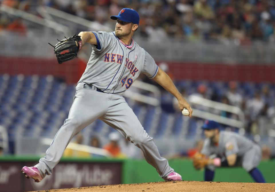 Jonathon Niese throws pitch during Sunday's game against Marlins