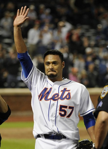 Johan Santana salutes fans after no-hitter