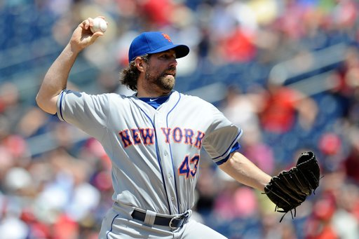 R.A. Dickey throws 7.1 shutout innings against Nationals