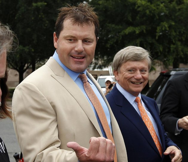 Roger Clemens arrives at court on Monday