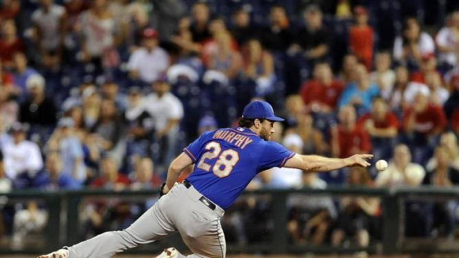 New York Mets second baseman Daniel Murphy flips a ball hit by Philadelphia Phillies' Jeff Francoeur to first base for the third out in the 10th inning of a baseball game, Thursday, Aug. 27, 2015, in Philadelphia. (AP Photo/Michael Perez)